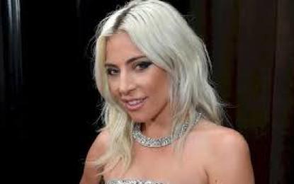 """Lady Gaga adia lançamento do álbum """"Chromatica"""" devido ao coronavírus"""